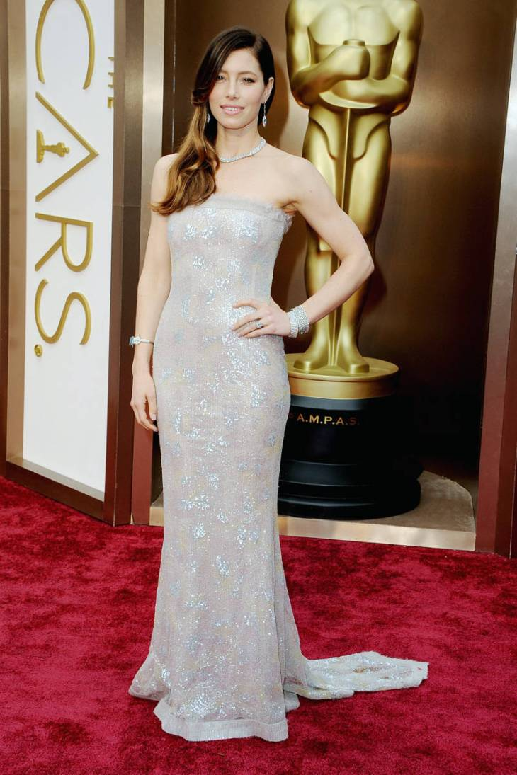 elle-2014-oscars-red-carpet-looks-jessica-biel-v-xln