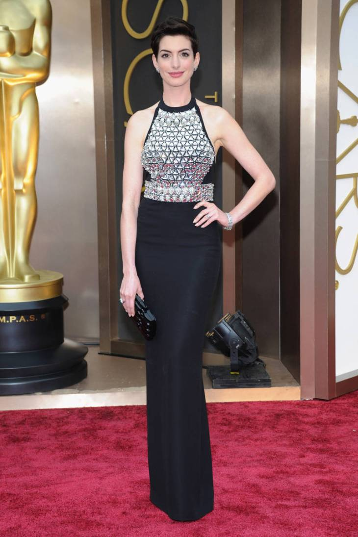 elle-oscars-2014-red-carpet-looks-anne-hathaway-v-xln
