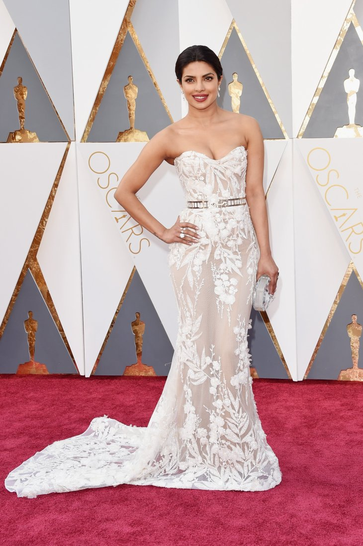 priyanka-chopra-oscars-red-carpet-2016