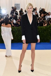 arlie Kloss in Carolina Herrera